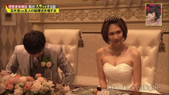【胸ちらキャプ画像】最近のテレビではオッパイは見せる物だと考えてるタレント達ww 15