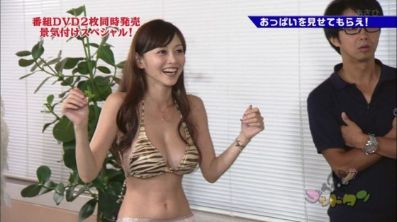 【水着キャプ画像】巨乳タレント達の水着姿がもぉオッパイこぼれそうでやべーぞww 18