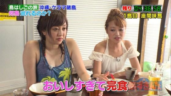 【胸ちらキャプ画像】胸元ユルユルですぐにオッパイ見えちゃってるタレント達! 14