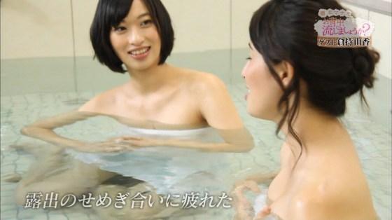 【温泉キャプ画像】ポロリ率高めな温泉レポ!巨乳はみ出し過ぎて乳輪見えそうww 05