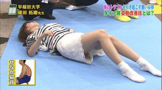 【放送事故画像】これ最高!テレビに映ったショートパンツの隙間ww 14