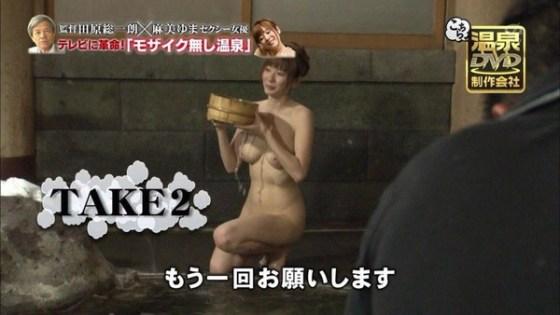 【お宝画像】テレビに映るのに身にまとうのはバスタオル一枚!ww 15