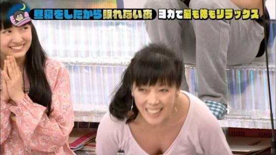 【放送事故画像】やたらテレビで谷間をちらつかせる女達はいったいどうされたいの? 01