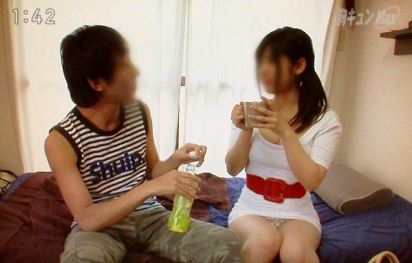 【放送事故画像】スカートの中が気になってテレビに集中できない!! 17