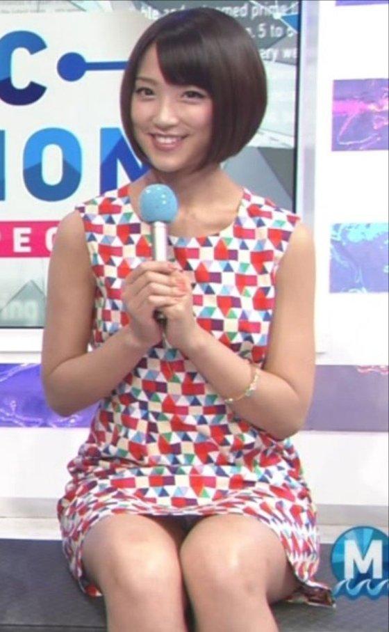 【放送事故画像】今日は何色のパンツでテレビに出よっかなぁ~wwスカートの中が気になる~ww 12