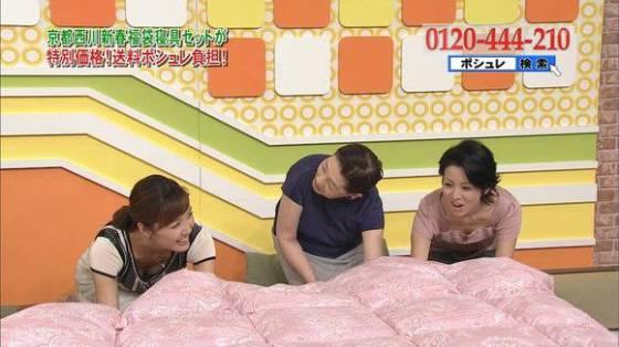 【放送事故画像】女性のオッパイは第二のお尻でしょwww 14