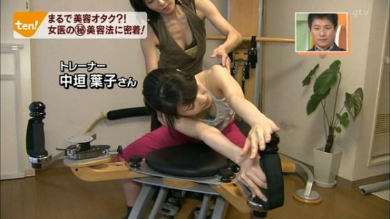 【放送事故画像】テレビで映るオッパイをムギュってしたくなる画像www 17