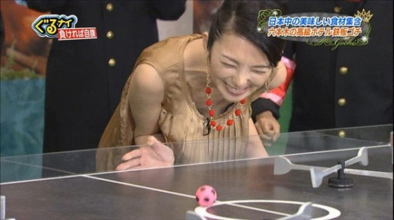 【放送事故画像】テレビ越しに巨乳で誘惑なんかしないでくださいwww 06