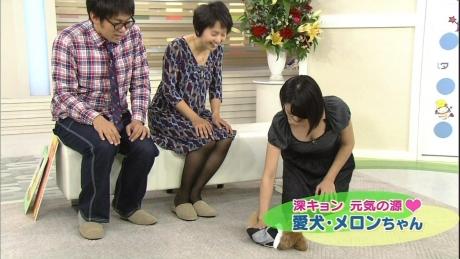 【放送事故画像】テレビに映る窮屈そうなオッパイをこの手で開放してあげたいwww 11