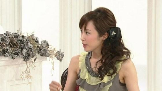 【放送事故画像】じんわり染みになっちゃった脇の汗がテレビに映っちゃった女性達www 04