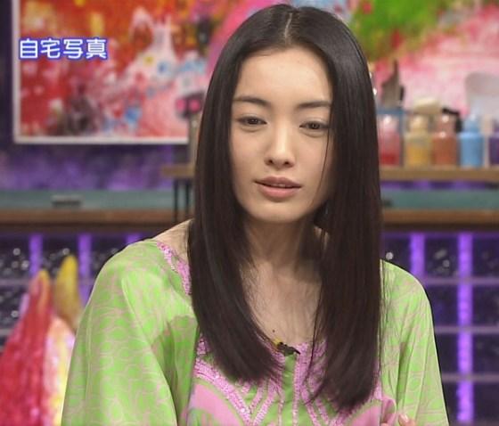 【放送事故画像】じんわり染みになっちゃった脇の汗がテレビに映っちゃった女性達www 09
