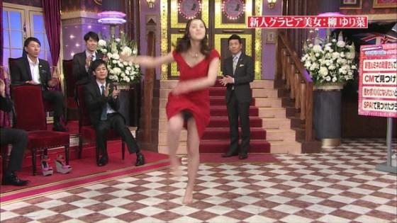【放送事故画像】パンツちらつかせながらテレビに映るって痴女なの?www 07