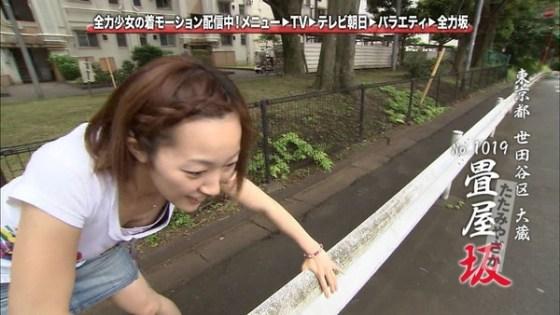 【放送事故画像】前屈みになった時の胸ちらの破壊力は勃起物でしょwww 23