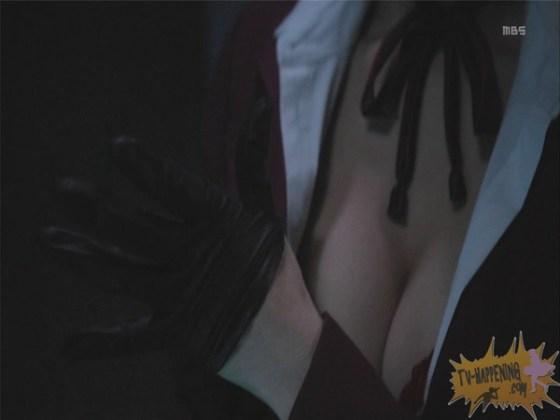 【お宝エロ画像】監獄学園第3話!脱衣シーンで女の下着姿映りまくりww 28