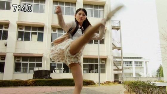 【お宝エロ画像】女優の戦ってるシーンで見えるパンツがエロすぎるwww 05
