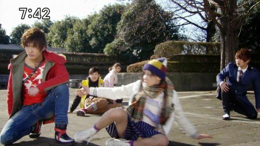 【お宝エロ画像】女優の戦ってるシーンで見えるパンツがエロすぎるwww 06