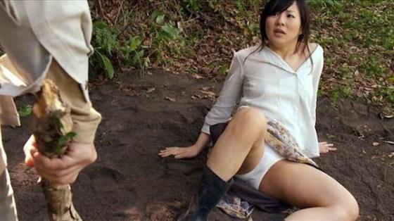 【お宝エロ画像】女優の戦ってるシーンで見えるパンツがエロすぎるwww 08