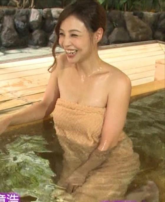 【放送事故画像】すべすべのお肌とプルンプルンのオッパイが見れる入浴シーン最高ww 02