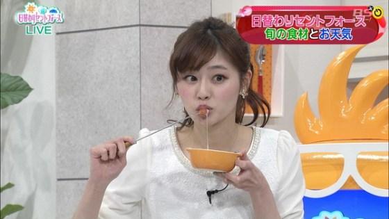 【擬似フェラ画像】テレビでこれ見よがしにエロい食べ方で男を誘惑する女達www