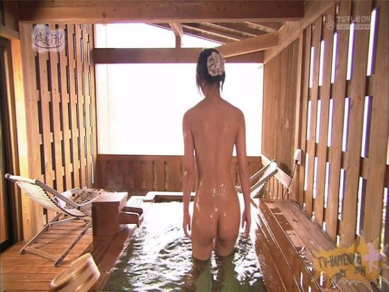 【放送事故画像】もしやパイパン?温泉に行こうに出た女性がパイパンっぽいので際どいシーンがやばいww 26