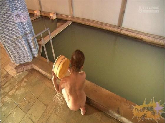 【お宝エロ画像】「温泉に行こう」に出てたギャルがお尻に日焼け跡くっきりでまじエロいんですけどww 42