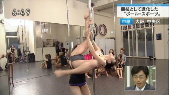 【放送事故画像】ポールダンスお股クパーしてる女の子達がテレビに映されるwww 07