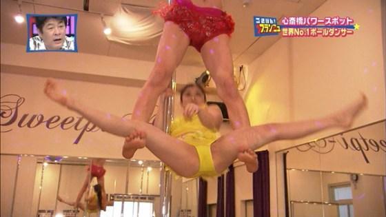 【放送事故画像】ポールダンスお股クパーしてる女の子達がテレビに映されるwww 18