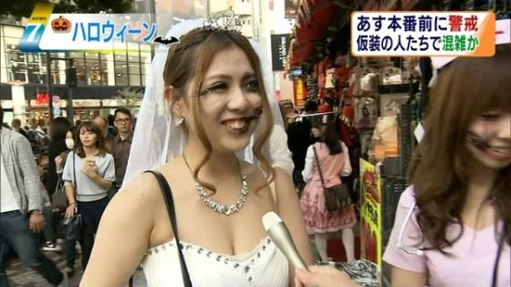 【放送事故画像】素人がアイドル顔負けのオッパイさらけ出してテレビに映ってたwww 06