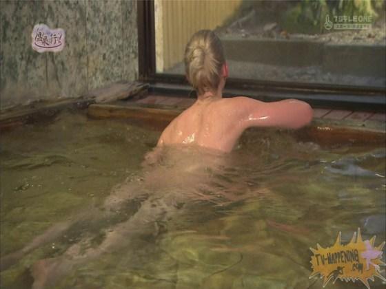 【お宝エロ画像】今回の温泉に行こうは外人の金髪美女!!お尻マジエロいwww 32