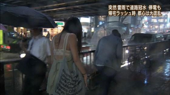 【放送事故画像】テレビで透け透けの衣装でやらしく自分の下着を見せつけてる女達ww