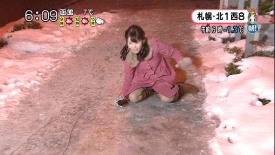 【放送事故画像】札幌放送の女子アナがこけた~!の瞬間にパンチラ!?www(GIFあり) 06