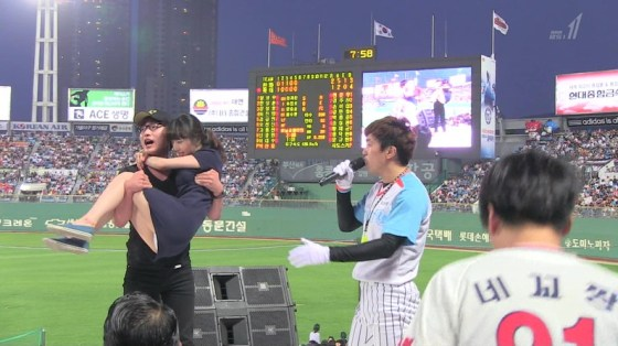 【放送事故画像】テレビでパンツ見えてようが別に平気な女達www 04