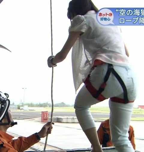 【放送事故画像】テレビでお尻突きだしちゃって形も大きさも丸わかりな女達www 15