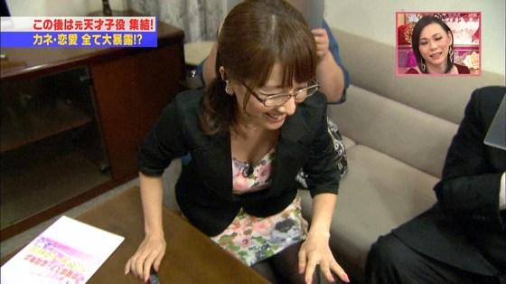 【放送事故画像】テレビに集う柔らかそうなマシュマロオッパイの女達ww 09
