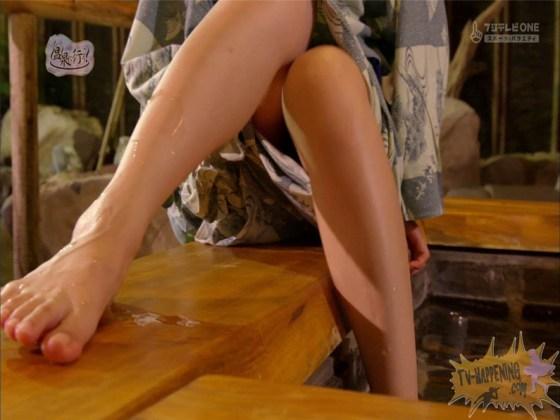 【お宝エロ画像】もっと温泉に行こうでゆっくりと服を脱いでいく姿に興奮しない?ww 20