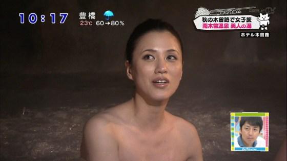 【放送事故画像】温泉レポでいつもバスタオルから半分オッパイ出すんでしょうか?www 02