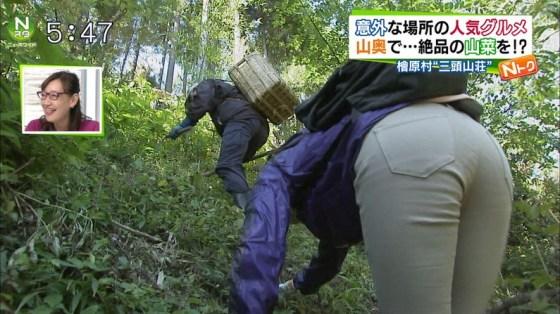 【放送事故画像】ピッチリしたズボン履いてお尻の形が丸分かりww 20
