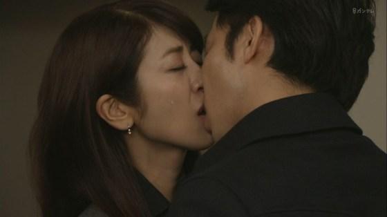 【放送事故画像】思わずテレビにキスしちゃいそうな女子アナやアイドルのキス顔ww 11
