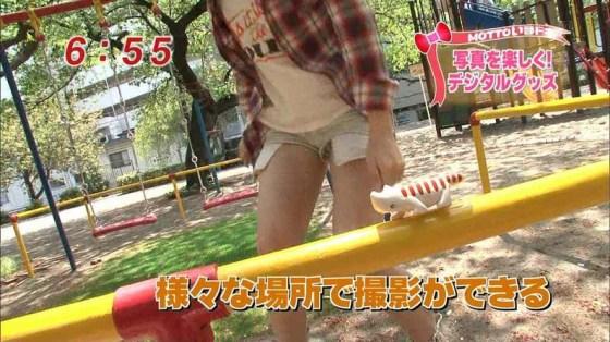 【放送事故パンチラ画像】そんな短いスカート履いてたらほらぁ・・・www 07