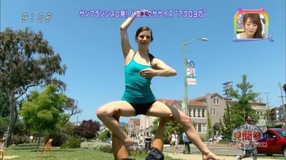 【放送事故画像】お股広げすぎて股関節の隙間が卑猥すぎるwww 03
