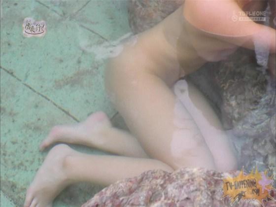 【お宝エロ画像】お尻フェチにはたまらない番組「温泉に行こう!」で今日も美女のお尻がドアップで映るww 26