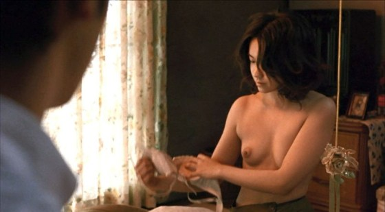 【お宝エロ画像】エロシーンで乳首丸出しで感じちゃってる女優の演技がエロすぎる! 07
