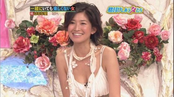 【放送事故画像】テレビで胸ちらする女ってそんなに自分のオッパイ見したいのか?ww 18