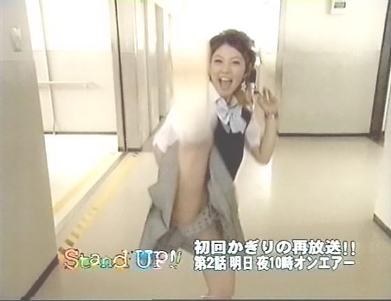 【放送事故画像】堂々とパンツ見せられるより、やっぱりこぉやってちらっと見える方が興奮するよなww 16