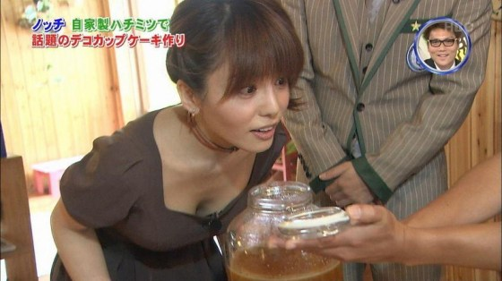 【放送事故画像】女子アナのオッパイアピールが半端なくエロいんだがwww 19