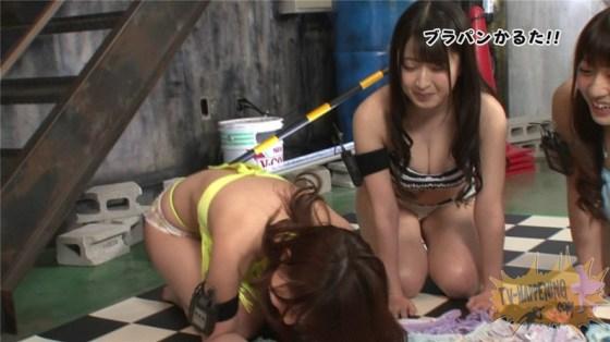 【お宝エロ画像】ケンコバノバコバコテレビに出てる女がやたら巨乳で際どい水着着てるぞwww 28