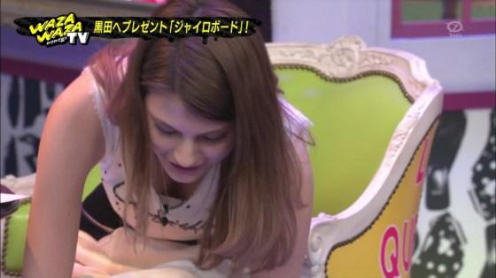 【放送事故画像】オッパイを武器とする女性タレントの胸の露出の仕方がエロすぎるww 08