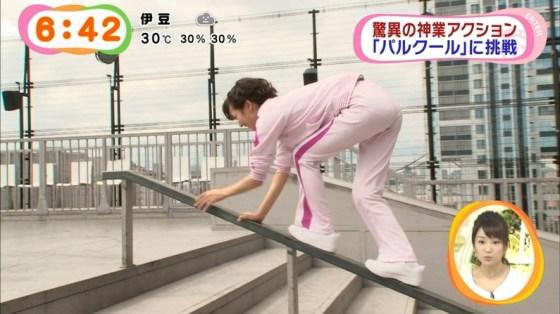 【放送事故画像】女子アナがピッタリしたパンツ履いてお尻のラインが丸分かりww 15