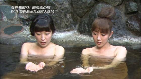 【放送事故画像】テレビでバスタオル一枚で映ると言うポロリ狙いな温泉レポww 02