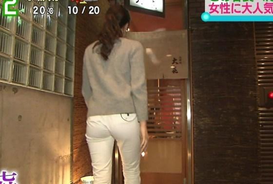 【放送事故画像】女子アナ達がぴったりしたズボン履きすぎてパン線浮きまくりwww 02